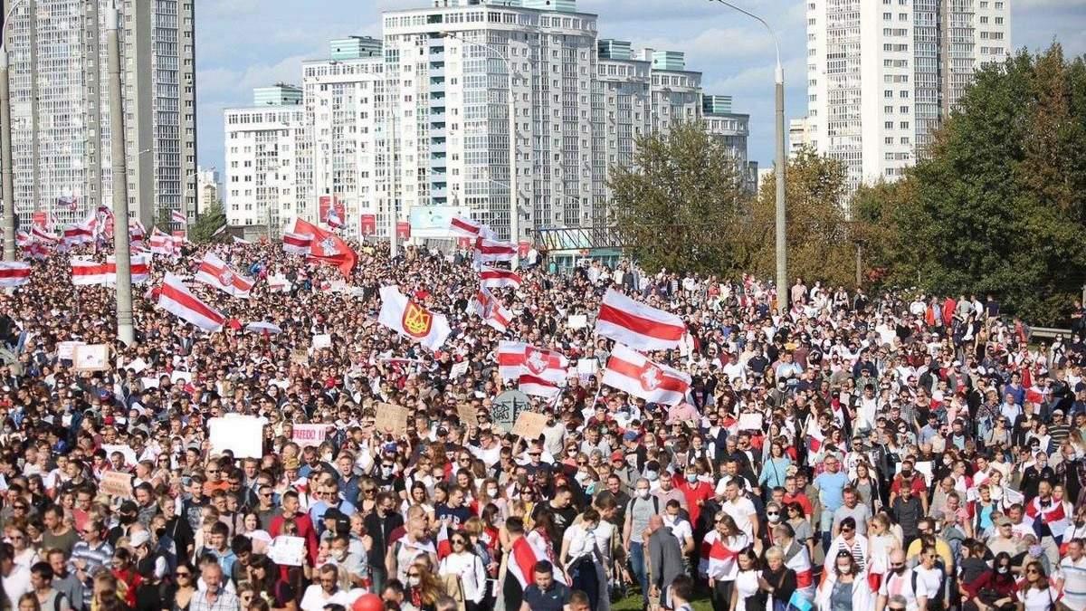 Л Протесты в Беларуси 13.09.2020: люди строят баррикады