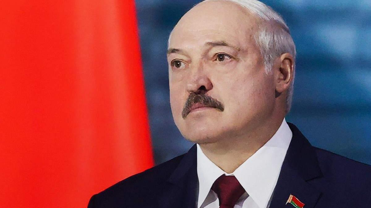 Лукашенка підтримують всього декілька тисяч силовиків: політолог
