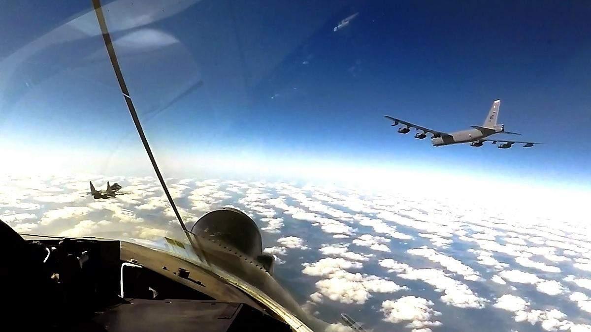 Американські бомбардувальники В-52 знову в українському небі: фото