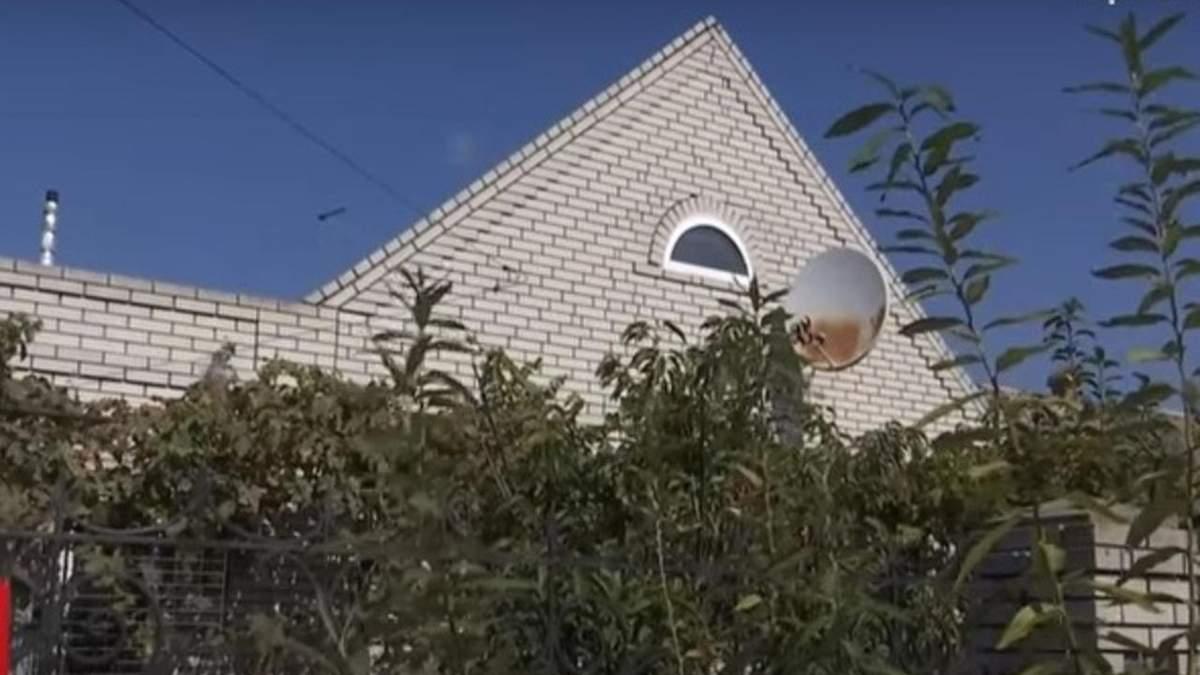 Под Запорожьем 37-летний мужчина живет с 14-летней школьницей