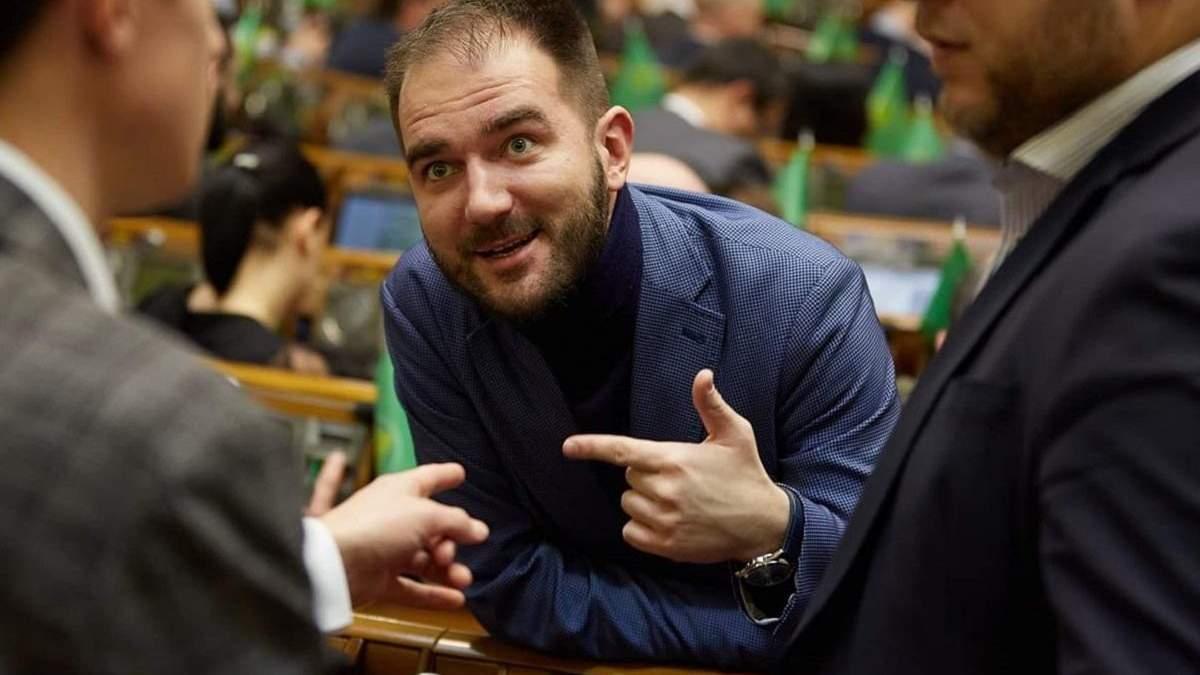 """Старые схемы новых лиц: как и за сколько """"слуга народа"""" Юрченко законопроекты продает"""