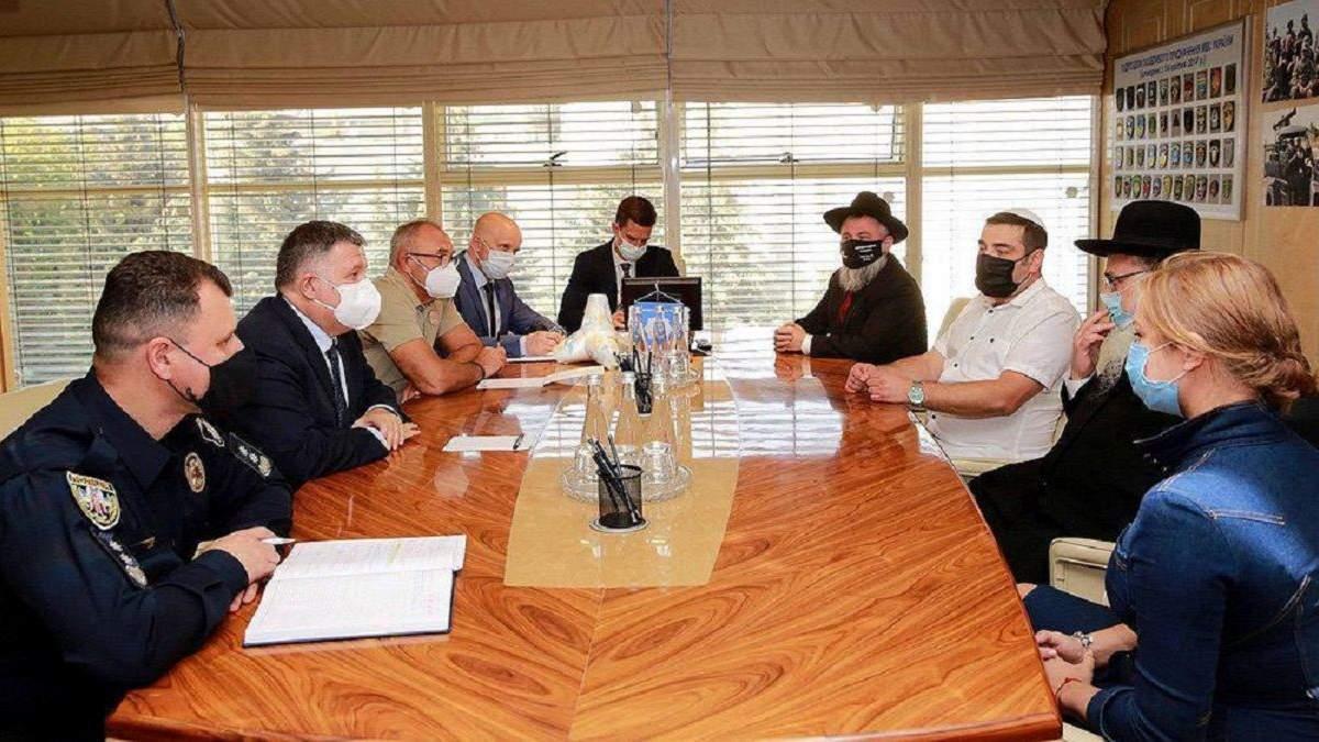 Аваков провел встречу с представителями сообщества хасидов