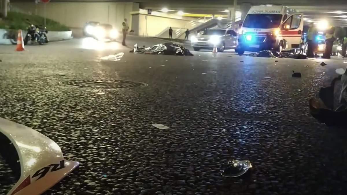 ДТП в Киеве, мотоциклист сбил пешехода 15 сентября 2020: фото и видео