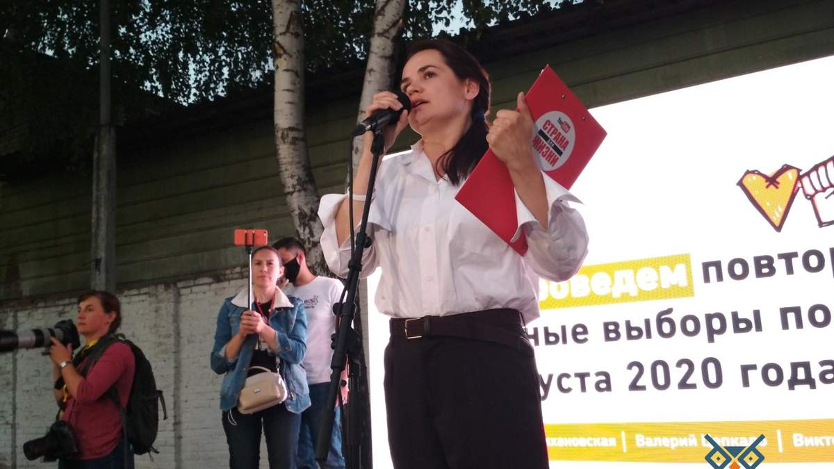 Тихановська переконана, що Алексієвич не виженуть з Білорусі