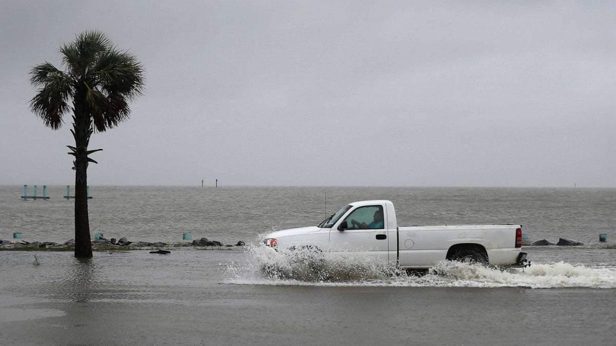 Ураган Саллі накрив узбережжя США: фото й відео потужного шторму