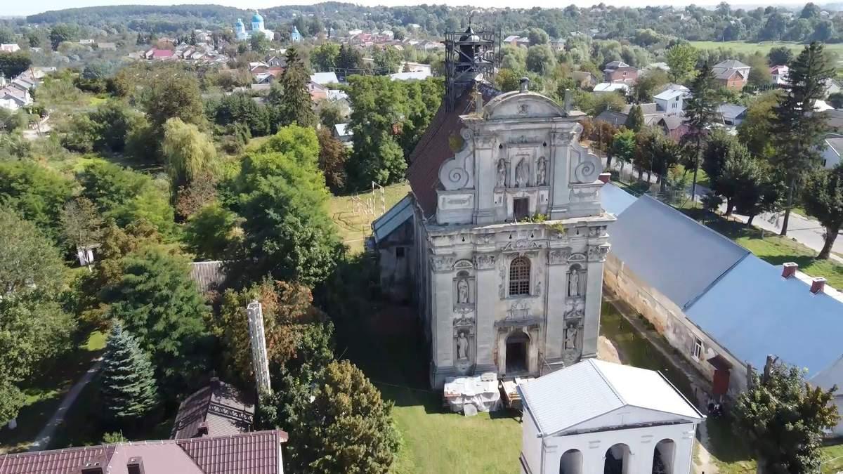 Старинный храм в городке Комарно