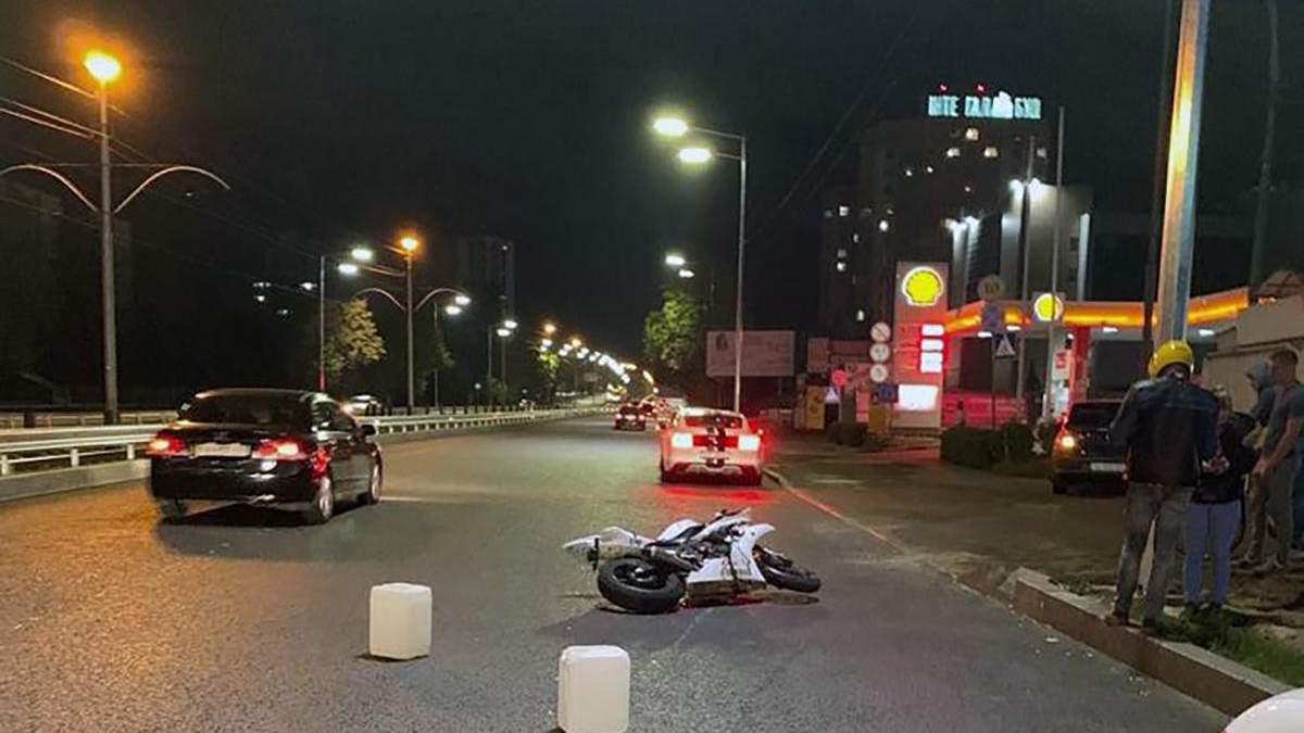 ДТП в Киеве с мотоциклом на проспекте Гузара: видео момента