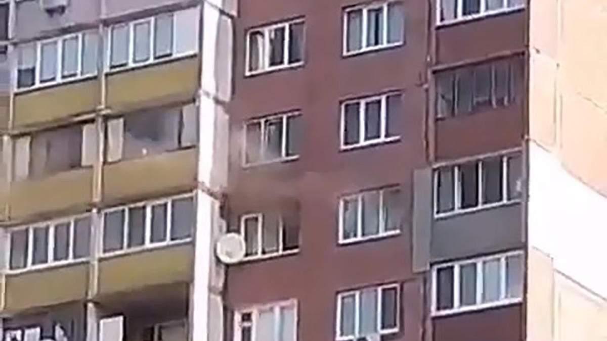 В многоэтажке Киева вспыхнул пожар 17.09.2020: видео