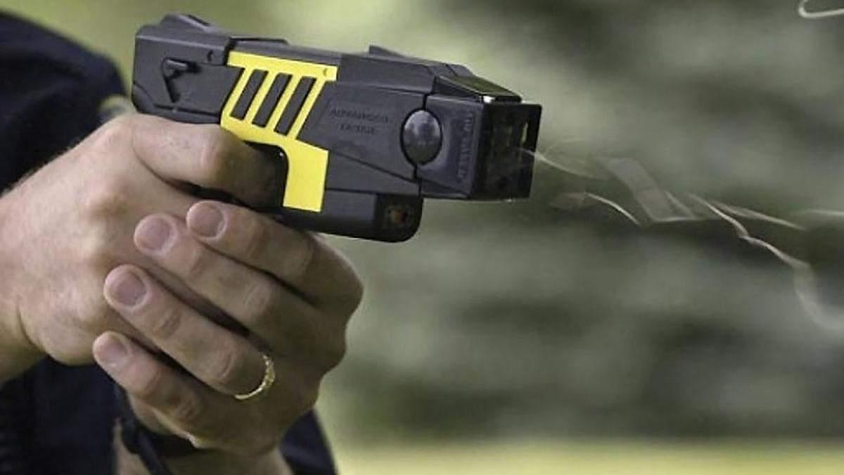 Електрошокери замість поліцейських кийків: чи зменшить це кількість травм серед затриманих