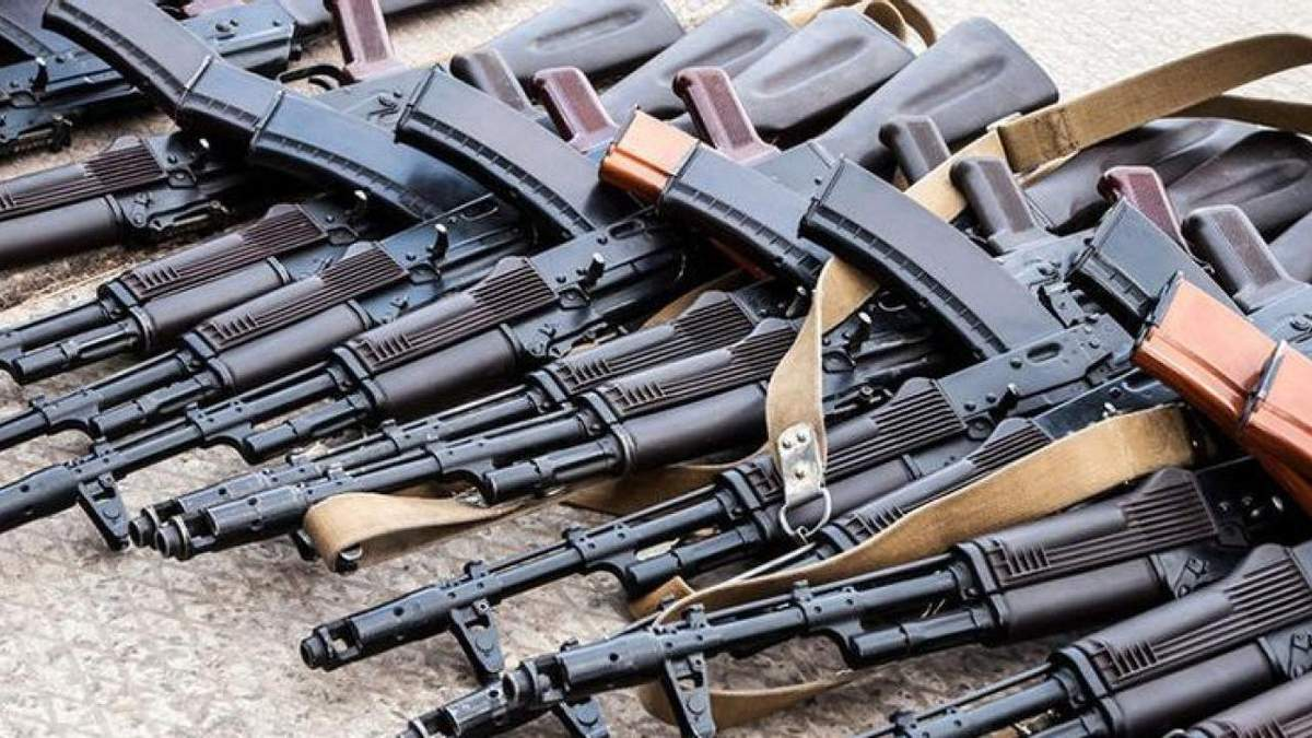 Россия завезла 6 вагонов боеприпасов на Донбасс: разведка Минобороны