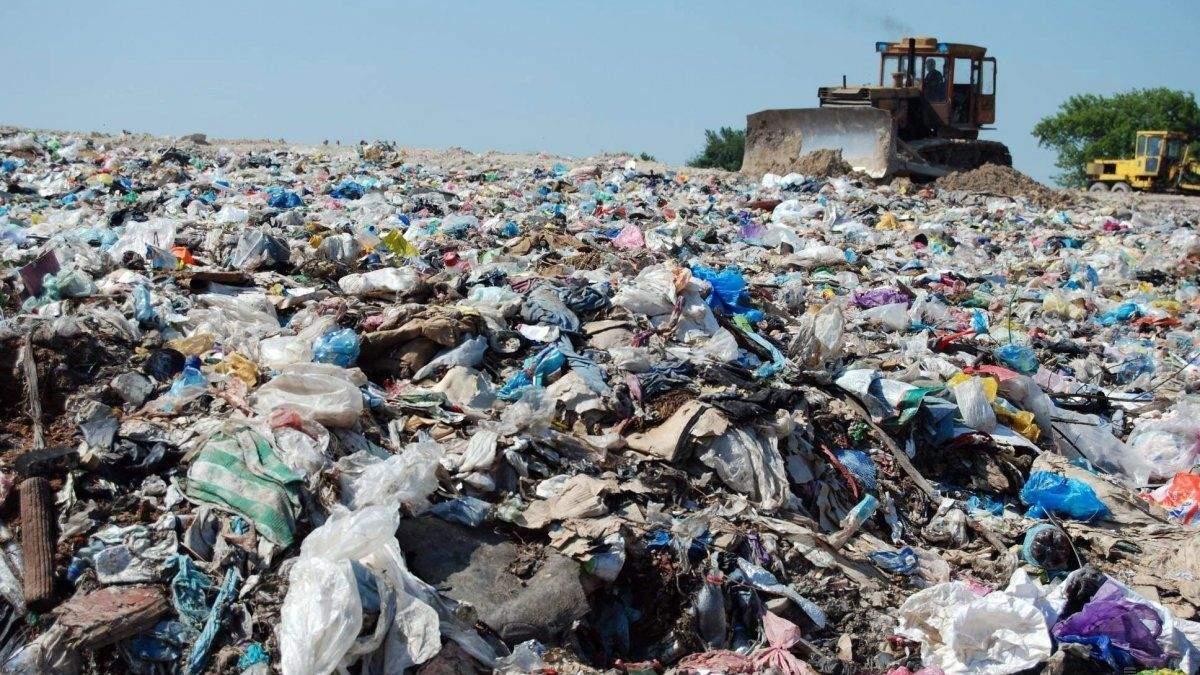 В Киеве нашли огромную незаконную свалку