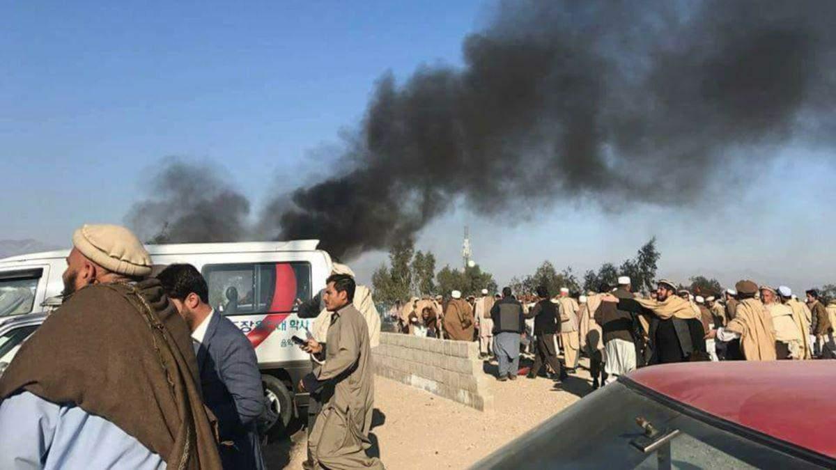 Через авиаудары в Афганистане погибли десятки мирных людей: видео