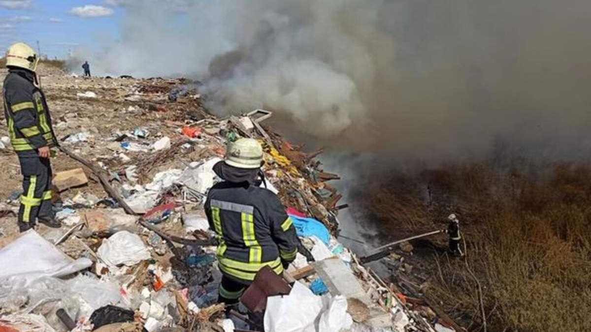 Пожар на свалке в Дарницком районе Киева 20.09.2020: фото