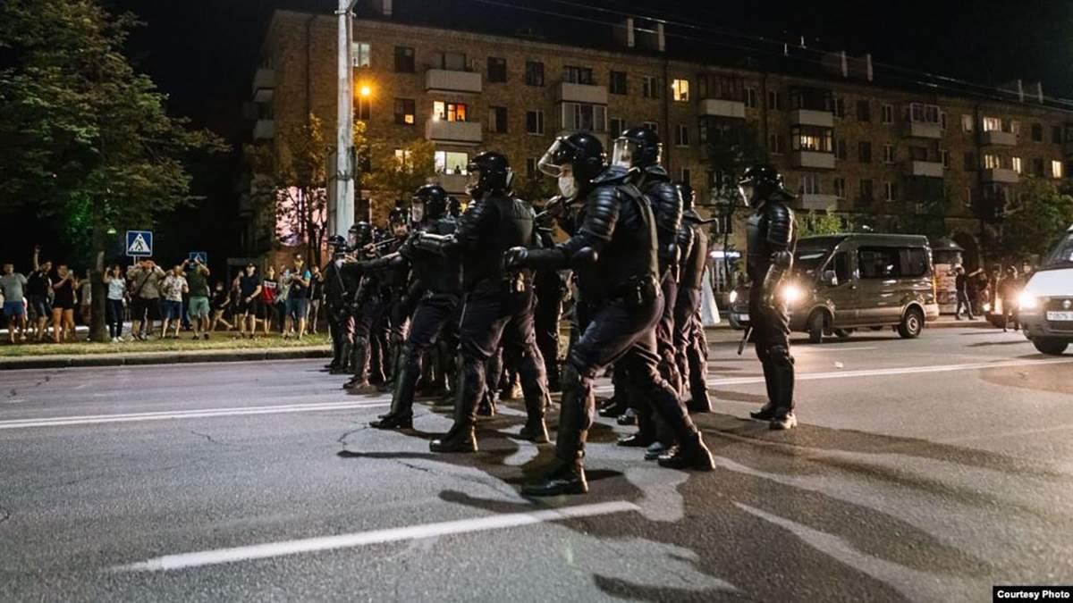 Столкновения в Бресте 20 сентября 2020, ОМОН открыл огонь: видео