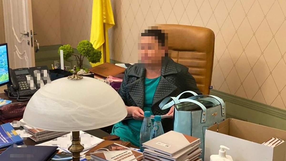 Пропонувала хабар: Голові Харківського адмінсуду оголосили підозру