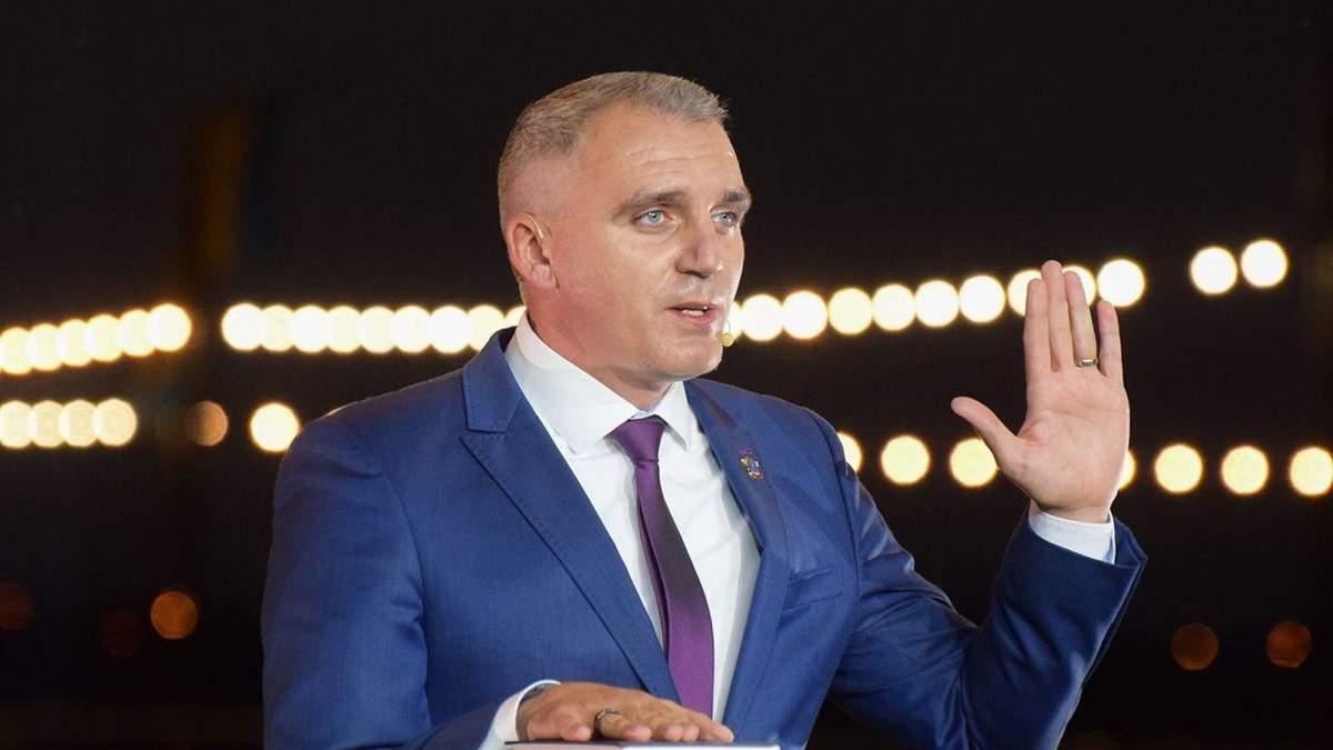 Мэр Николаева поклялся на Библии, что не зарабатывает на брусчатке