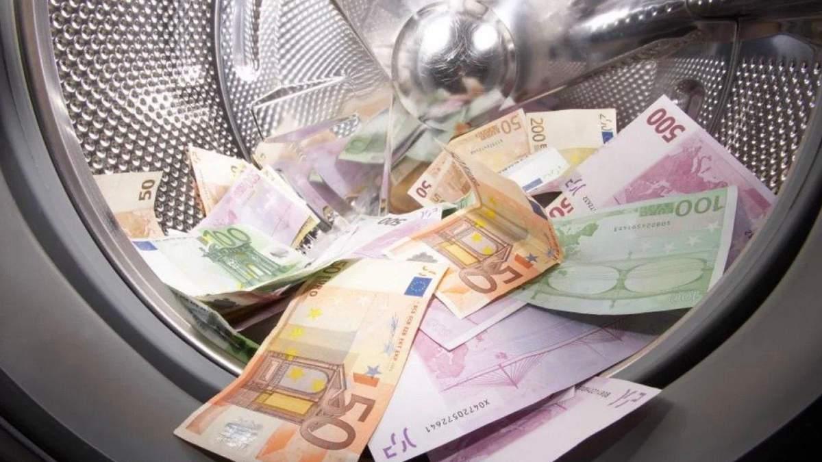 Українські олігархи відмили майже 500 мільйонів доларів через світові банки