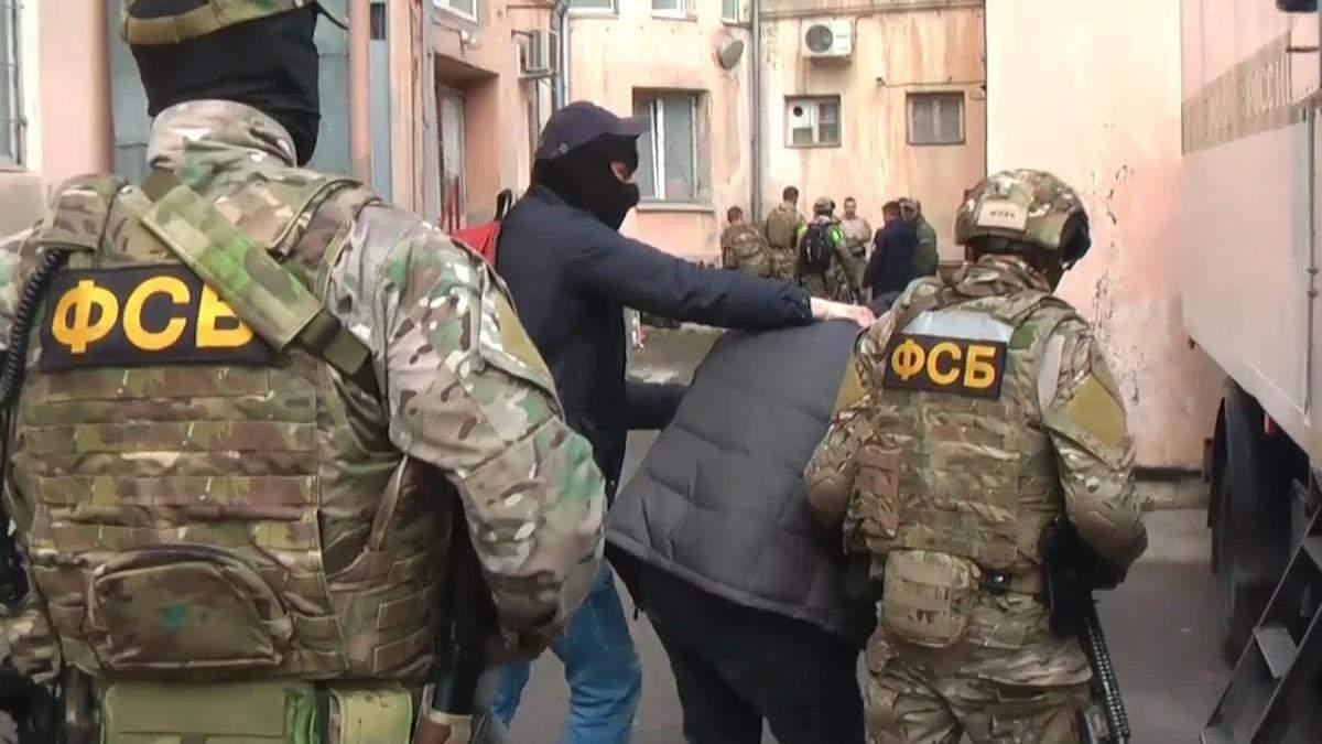 Экстремист: ФСБ схватила в Крыму украинца за раздачу листовок