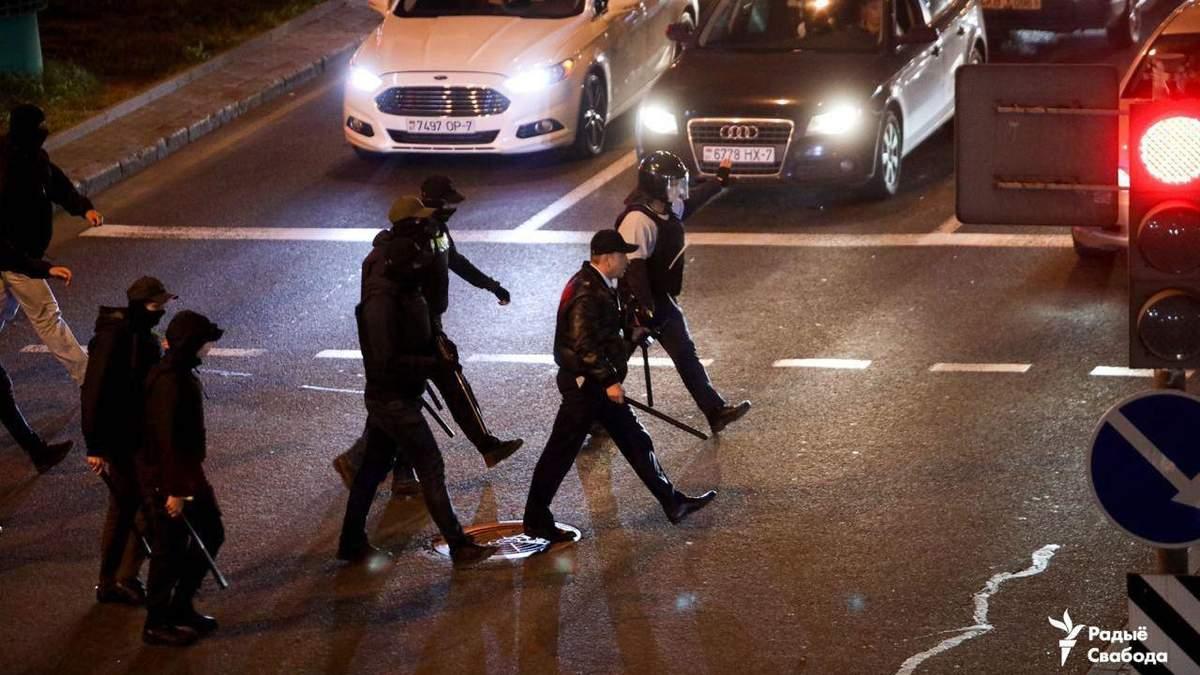 Вечером 23 сентября в Беларуси силовики громили машины и жестоко задерживали людей