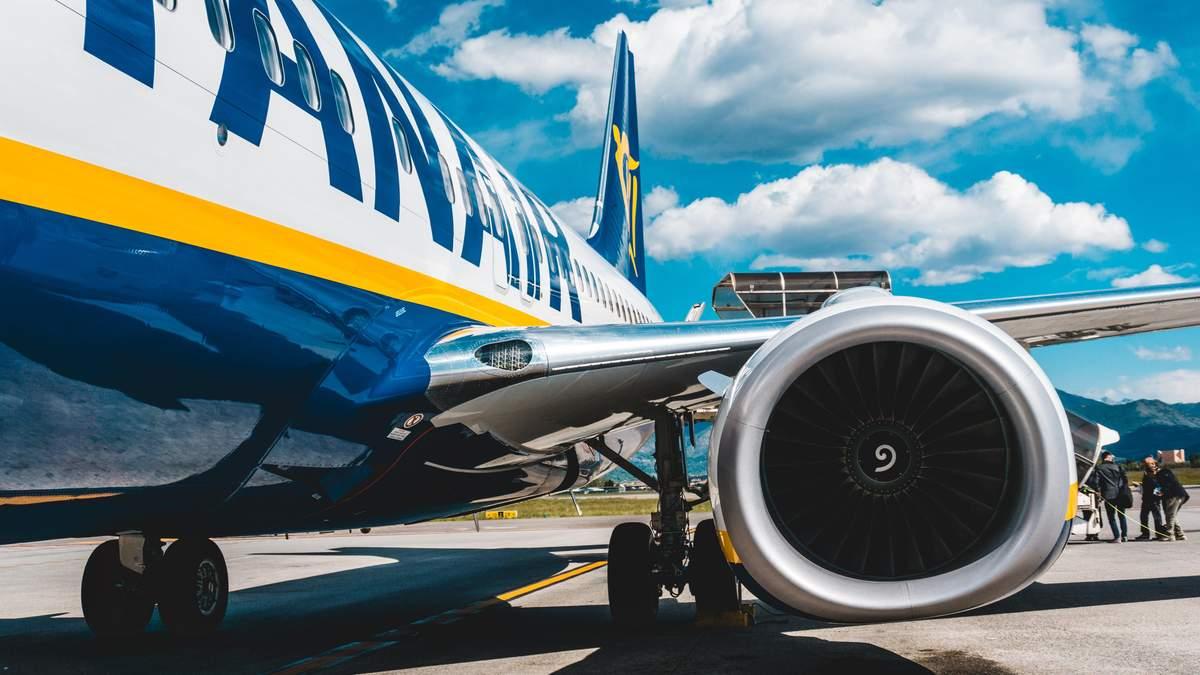 Ryanair скасувала штрафи за перебронювання квитків: причини, дати