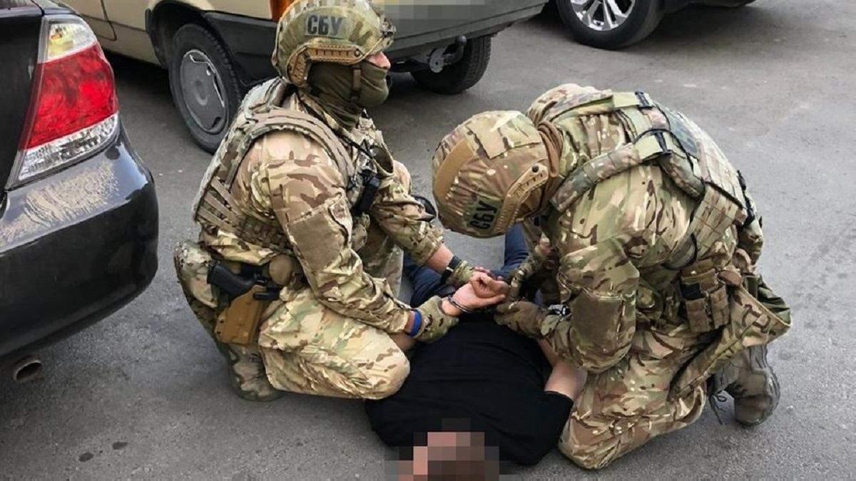 Вимагав 40 тисяч доларів: у Тернополі затримали начальника податкової