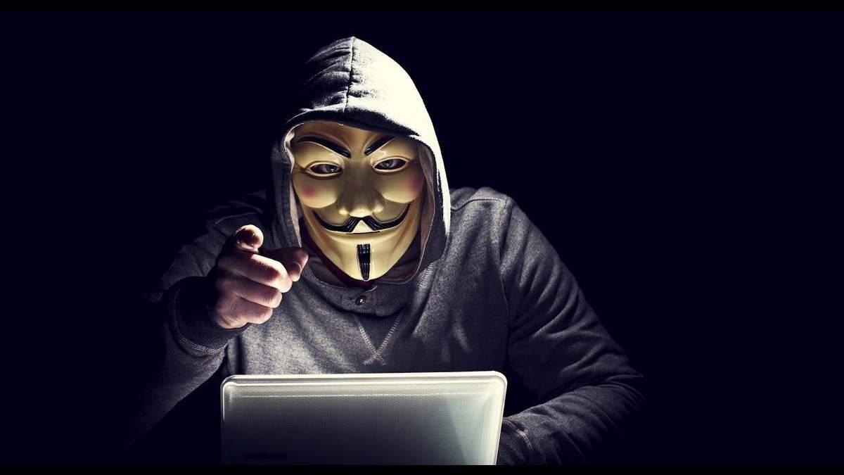 Хакеры взломали государственное ТБ Беларуси и показали избиения людей