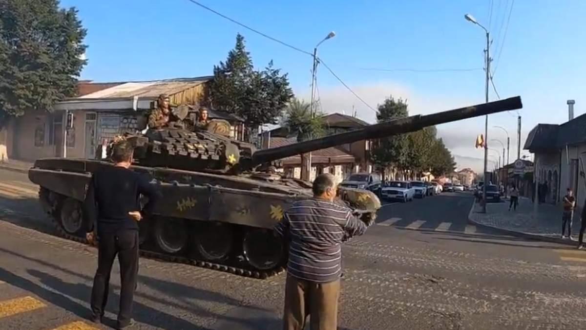 Армения ограничила выезд из страны мужчин и заявила о широкомасштабном наступлении Азербайджана в Карабахе