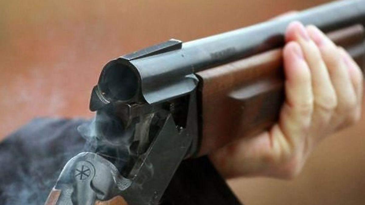 Под Одессой депутат из ружья расстрелял 5 собак: фото 18+