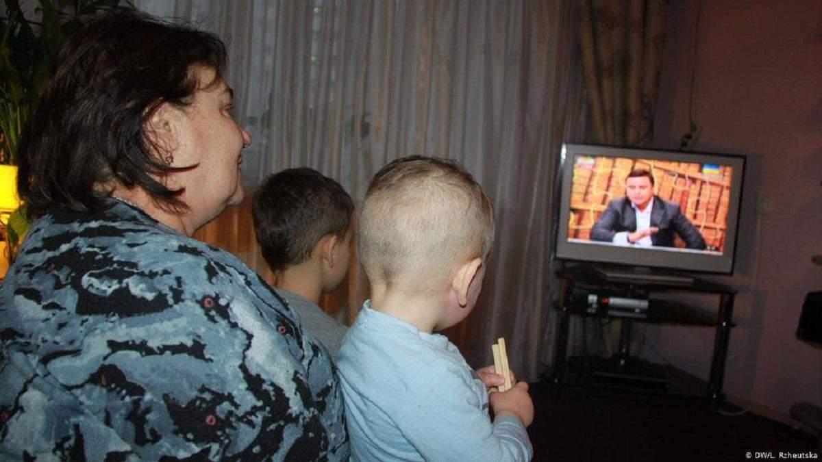 ТБ, соцмережі, плітки: українці назвали головні джерела інформації