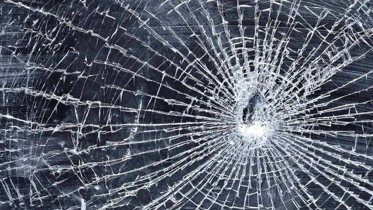 У Львові жінка забарикадувалася в аптеці та погрожувала уламком скла