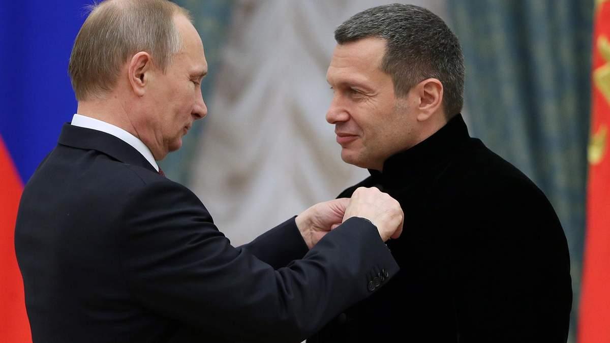 Владимир Путин и российский пропагандист Владимир Соловьев