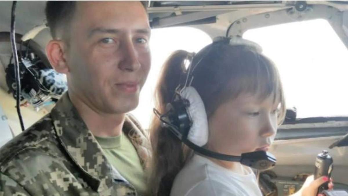 Директор школы нахамила вдове погибшего штурмана Ан-26: что известно