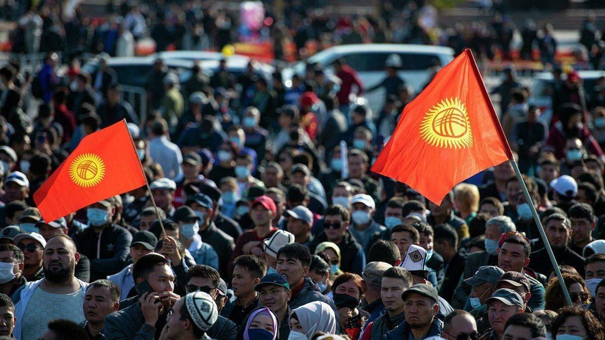 Переворот в Кыргызстане: кто и зачем сжег резиденцию президента