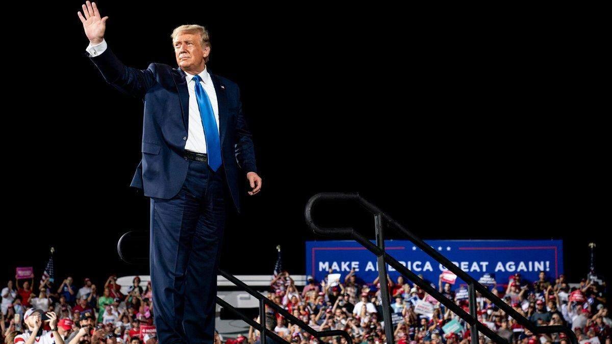 Трамп назвал свое заражения COVID-19 благословением от Бога