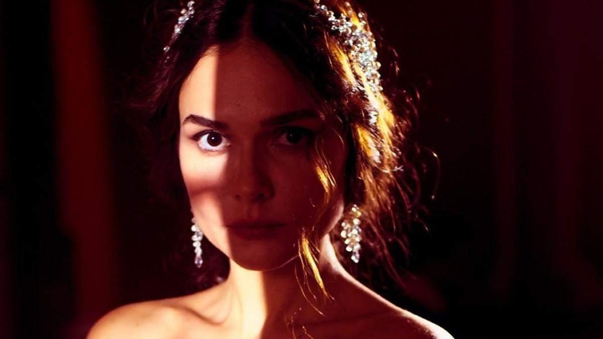 """Заборонене кохання українки та поляка: Олена Лавренюк розповіла про зйомки """"Кави з кардамоном"""""""