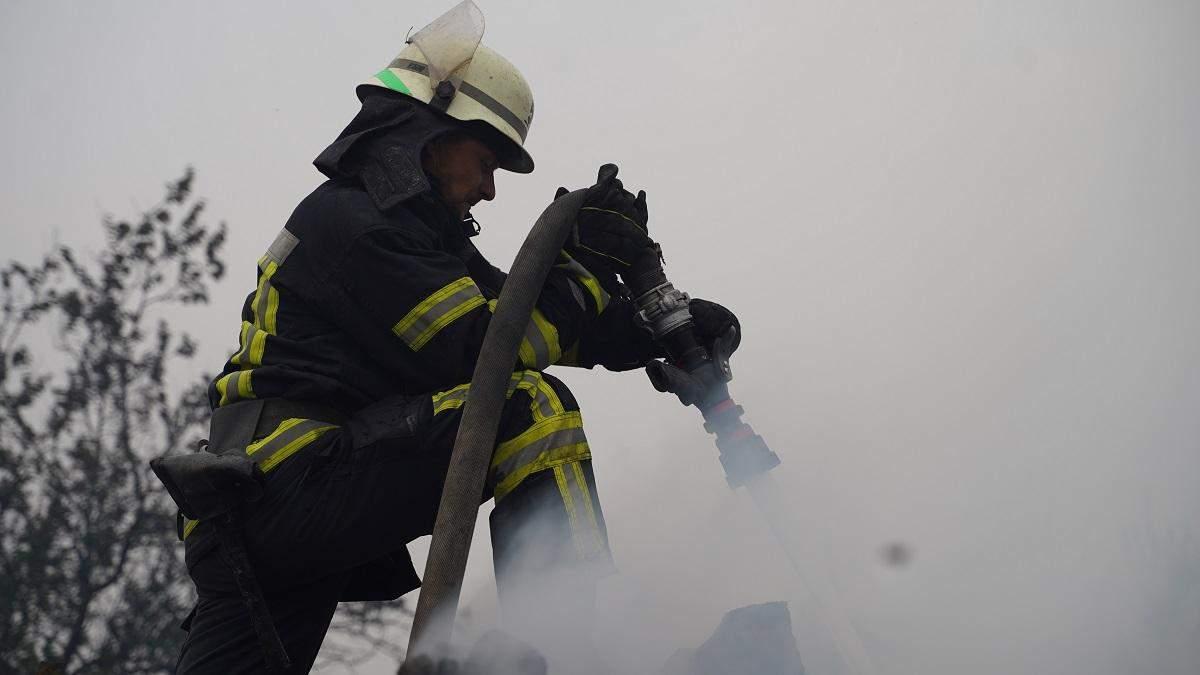 Рятувальник, який постраждав у пожежах на Луганщині, почувається добре