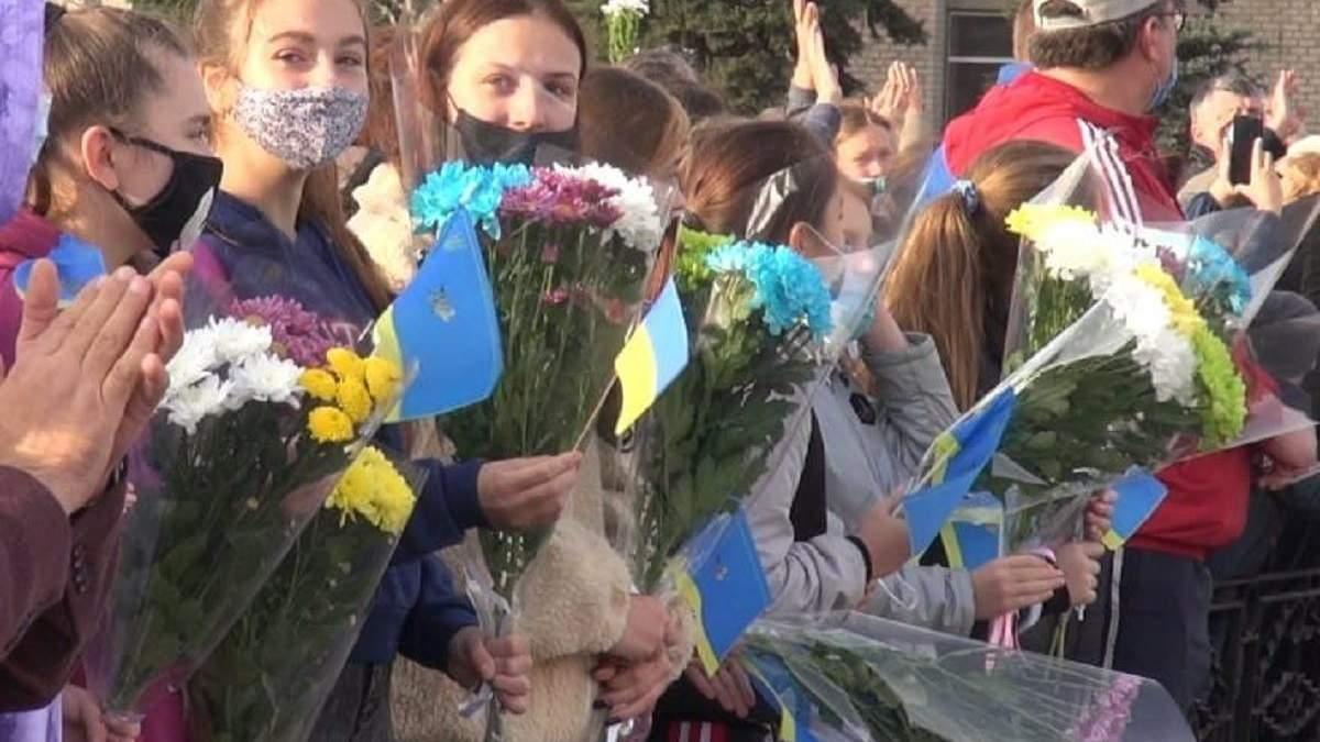 На Луганщині провели рятувальників додому: фото, відео