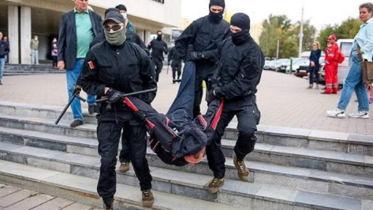 В Беларуси против активистов открыли более 300 дел: в чем их обвиняют