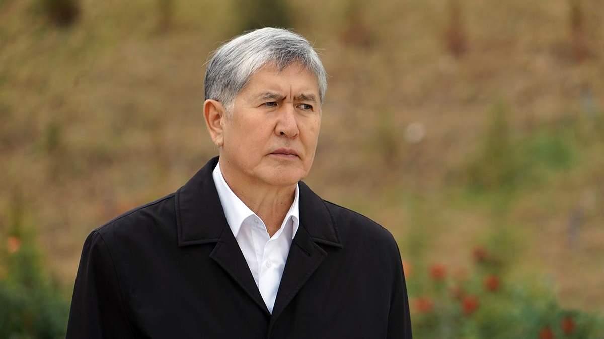 У Киргизстані силовики вдерлися до будинку експрезидента Атамбаєва та його затримали
