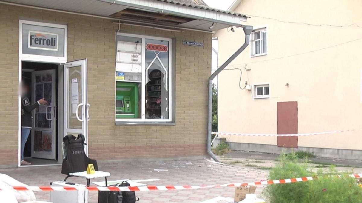 Чоловік та його неповнолітня напарниця грабували банкомати у 4 областях: фото. відео