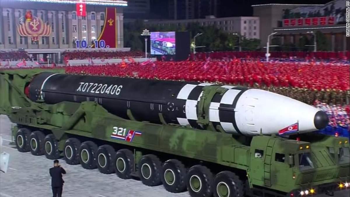 Північна Корея 10.10.2020 представила нову балістичну ракету