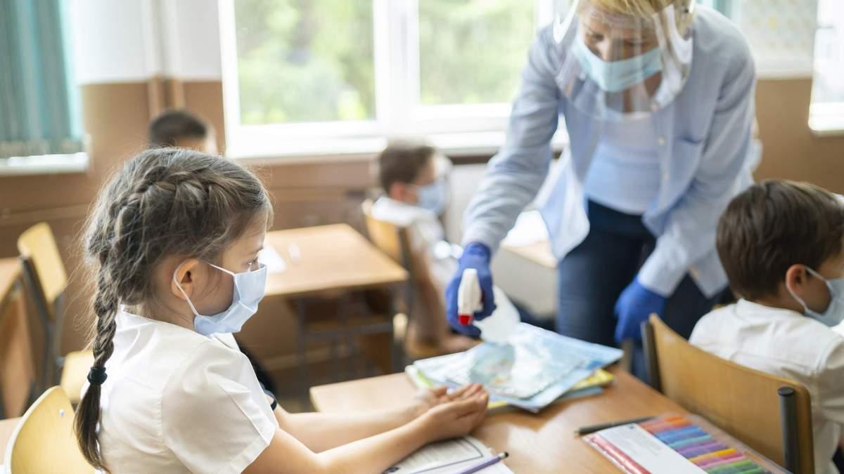 Де найбільше учнів та вчителів захворіли на COVID-19: перелік областей