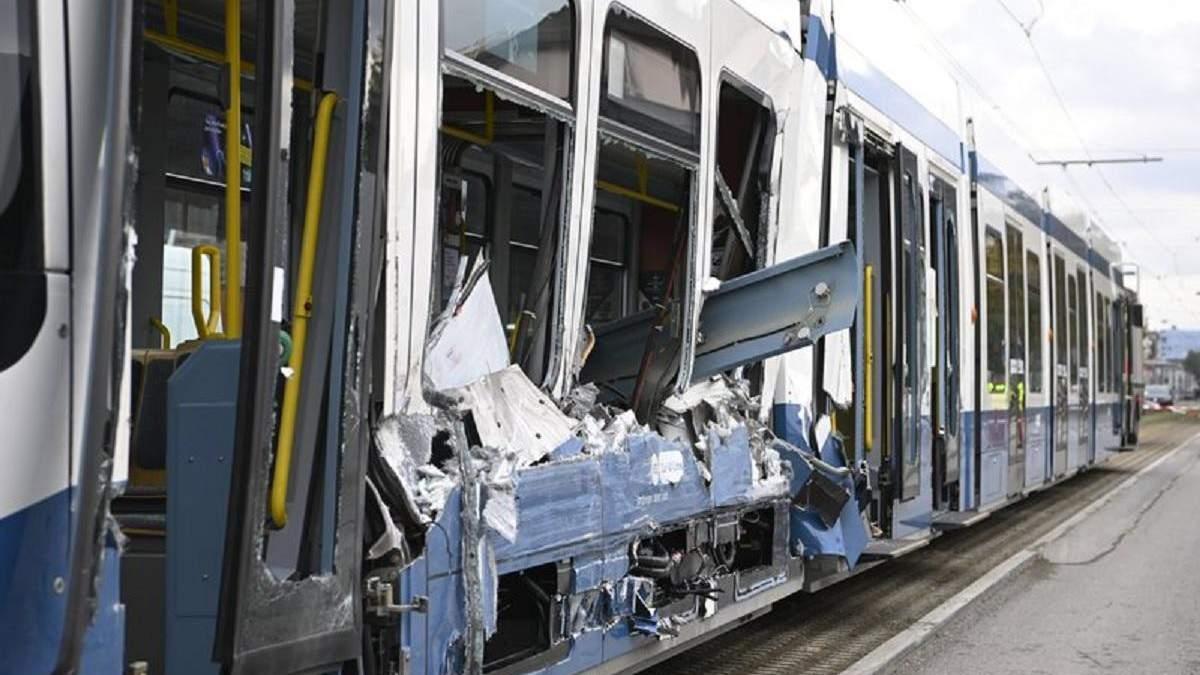 Аварія у Цюриху: вантажівка врізалася в трамвай – фото