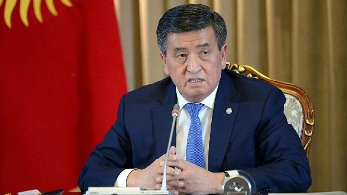 Жеенбеков веде перемовини про відставку з поста президента Киргизстану