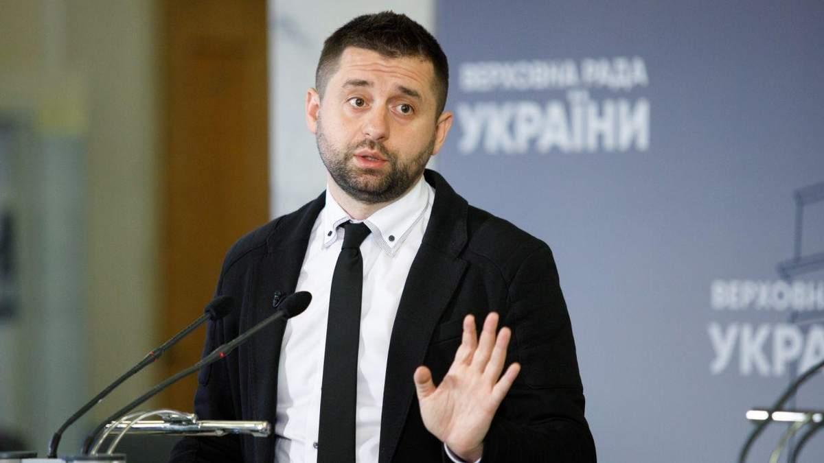 У Слузі народу відповіли на критику опитування від Зеленського