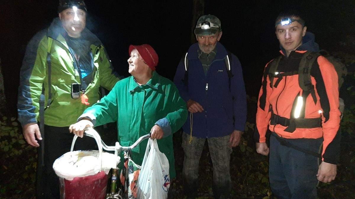 На Закарпатті під час збирання грибів зникли четверо людей: одного знайшли мертвим – фото