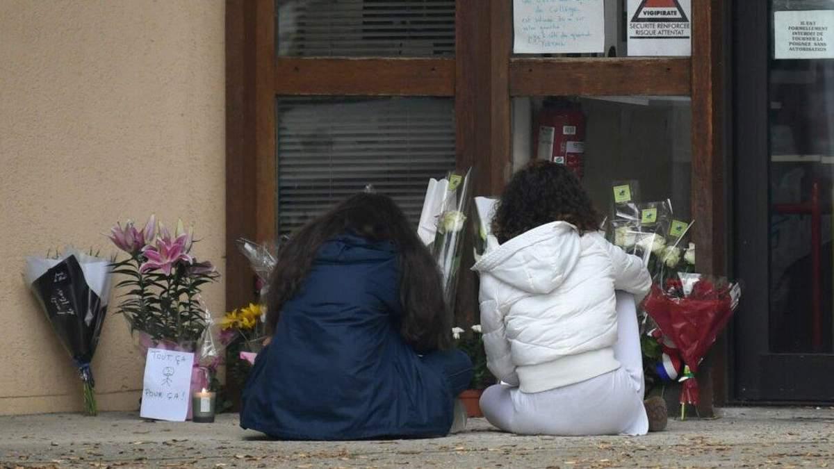 Як у Росії відреагували на резонансне вбивство у передмісті Парижа