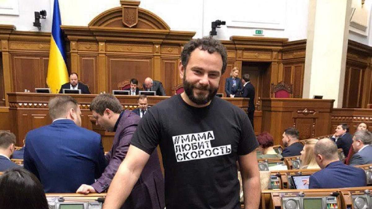 Авто Дубінського у Києві забрав евакуатор: фото