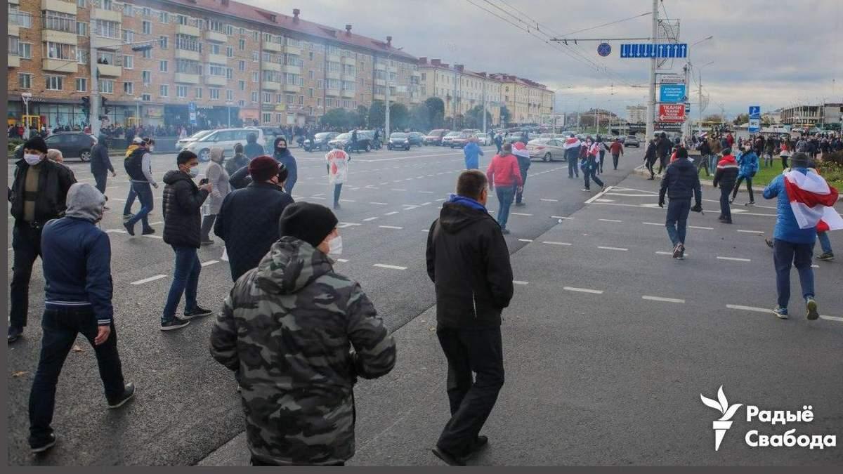 Протести в Мінську 18 жовтня 2020 супроводилися пострілами та вибухами: відео