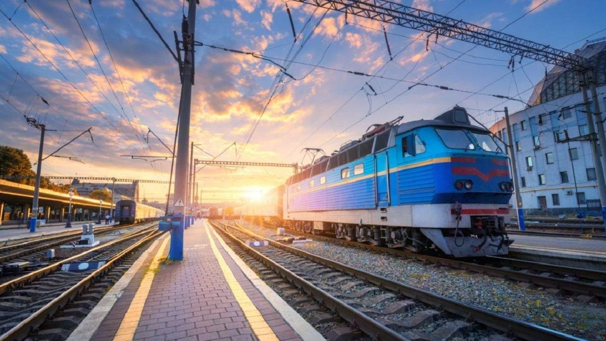 Укрзализныця закрыла продажу билетов на 9 станциях